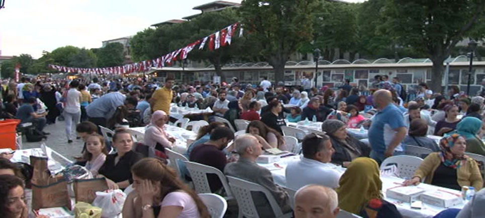 Sultanahmet'te ilk iftar