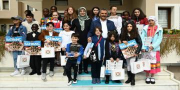 'Vali Osman Kaymak Dünya Çocuklarını Konutlarında Ağırladı'